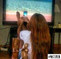 Chica haciendo foto con el móvil